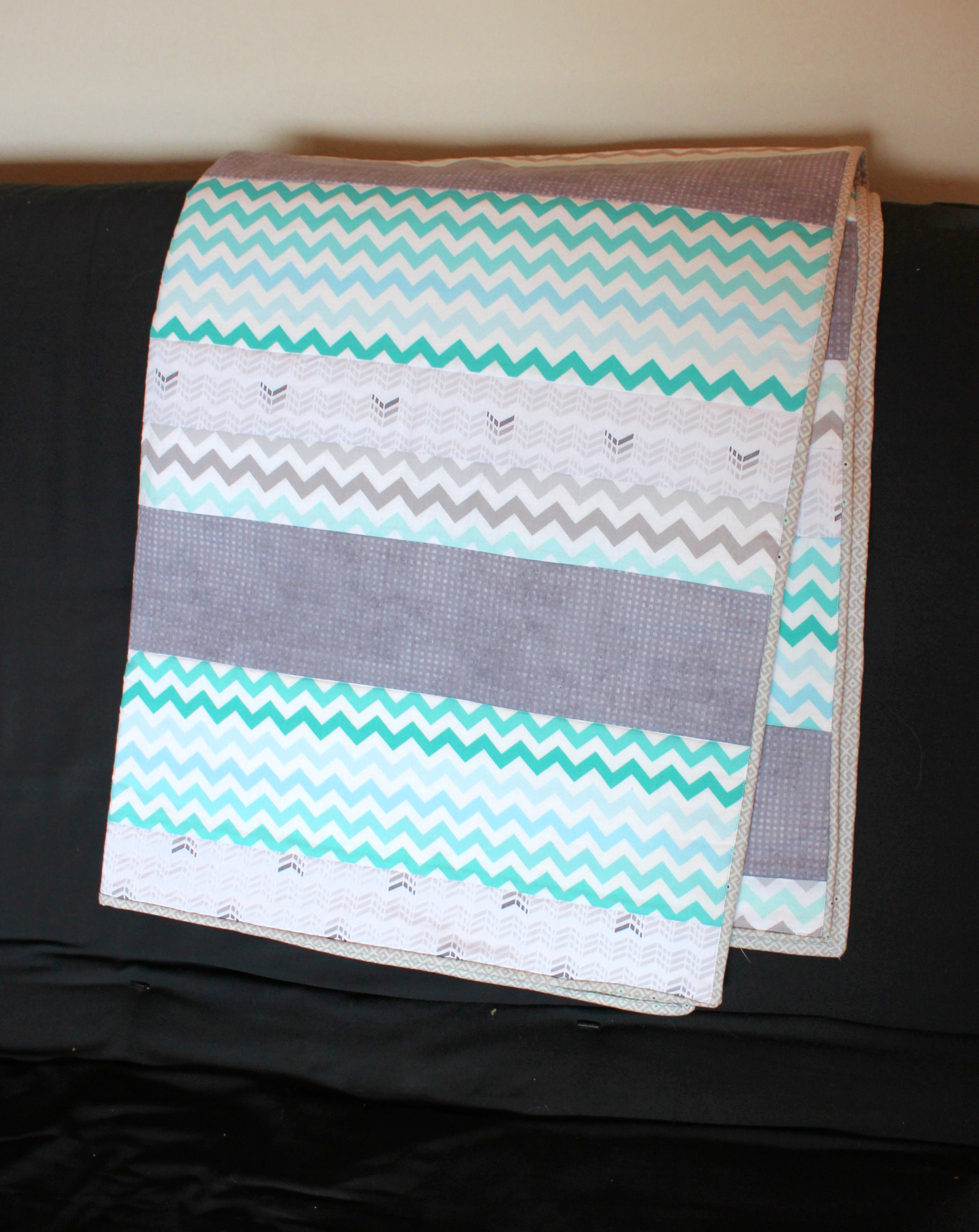 teal grey baby quilt midwest coast sewist. Black Bedroom Furniture Sets. Home Design Ideas